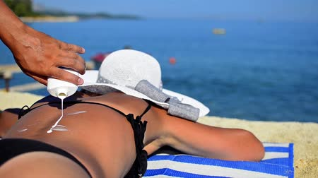 pleťová voda : Applying sun block lotion on womans back HD 1080p