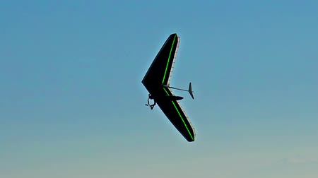 szybowiec : amazing glider silhouette over high mountain range