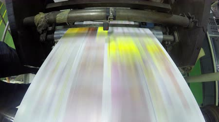 časopis : 4K print plant factory, magazine line  press rollers into printing units, UHD stock video LOOP