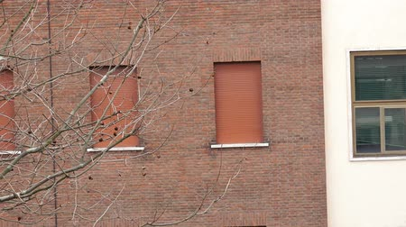oroszország : 4k Zoom out from appartment closed window. Establishment shot of red brick building in America Manhattan, italy, England. UHD stock footage