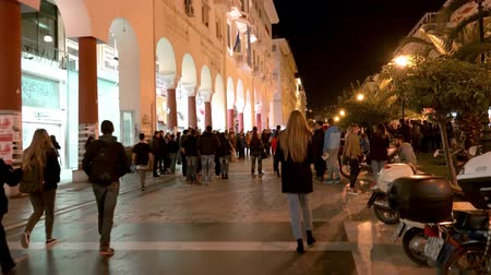 zár : Central square of Thessaloniki, Greece at night. Tourist walking POV of Thessaloniki as the second-largest city in Greece and the capital of Greek Macedonia, a popular touristic destination. UHD steadycam stock footage
