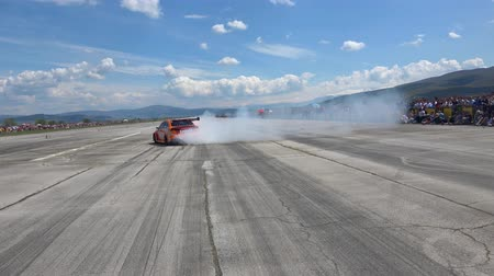 stopa : 4K motorsports, Bulgarian relly champion do car drifting and burning tires on drag race track Dostupné videozáznamy