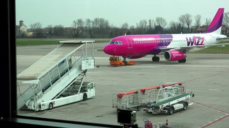 quad hd : Shot of an Wizzair aircraft push-back prior to departure at