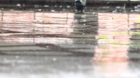 chuva : A closeup shot of heavy rain on road. Heavy rain on marble surface background LOOP. UHD 4K stock footage