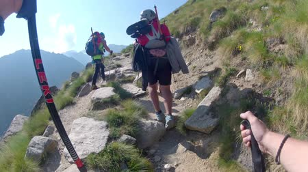 alpinista : Climbers expedition hiking toward Mont Blanc Alps higest mountain peak Vídeos