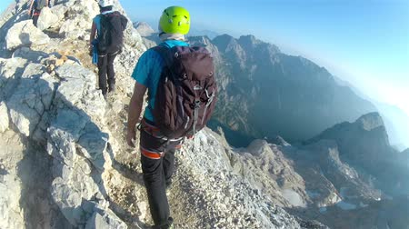 wspinaczka : Mountaineer pov climbing towards the summit of Triglav summit on Julian Alps mountain range