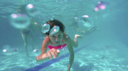 yüzme havuzu : Girl diving in swimming pool. SUPER SLOW MOTION. Perfect for videos about: swimming, pools, summer fun, vacation, getaways, underwater footage, kids, beating the heat, and exercise. Stok Video