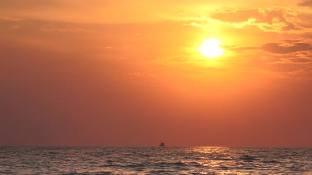 setting : Beautiful sun setting over a tranquil ocean sunset, Background Loop Stock Footage
