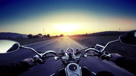 motocykl : Motorcycle ride pov, road adventure toward sunset, 4k