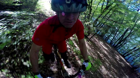 helmets : MTB Mountain bike downhill racer riding fast in the forrest, head mount pov Stock Footage