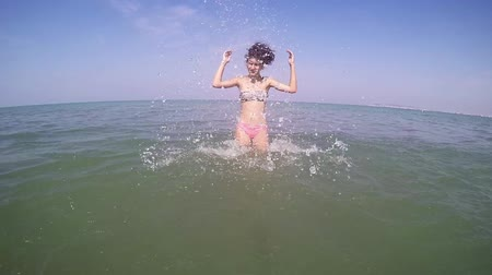 slomo : Girl go into the sea splashing SLOW MOTION