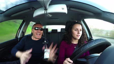öğretim : Nervous crazy father shouts to daughter learning to drive