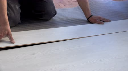 устанавливать : Installing New Laminate Wood Flooring, closeup