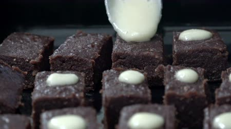 помадка : Pouring chocolate on cube brownies cakes, home preparation