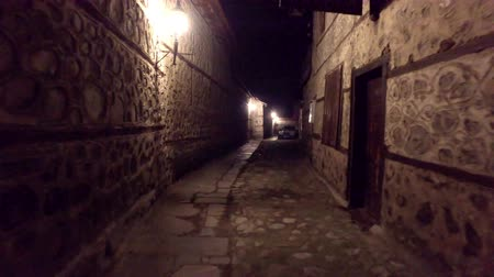 covent : Walking POV in An old-fashioned Dark Alleyway