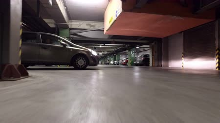 entrada da garagem : Car crowd in underground parking lot. Driver pov driving car and looking for empty space
