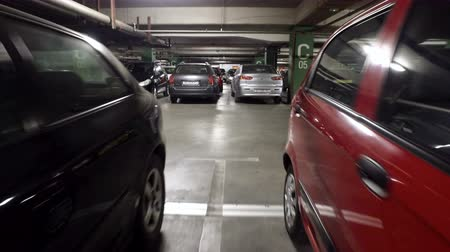 honit : Underground parking lot is popular parking sollution for traffic jam on streets. Moving among cars in underground parking lot Dostupné videozáznamy