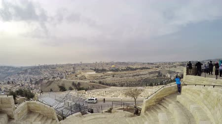 jeruzalém : Skyline view from the Mount of Olives overlooking the cemetery towards the Dome of the Rock at sunset
