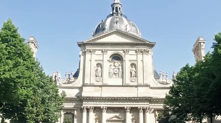 látnivalók : Innear courtyard of old historical building of Sorbonne University in Paris, France Stock mozgókép