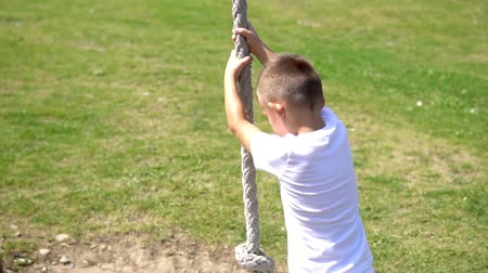 шнур : Slow motion of Boy Climb and Sway On Rope At Playground