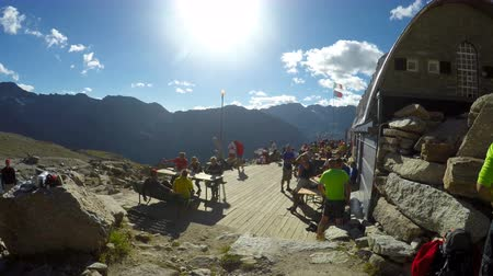 expédition : Mountaineers on Gran Paradiso summit expedition are resting at refuge hut Vittorio Emanuele II