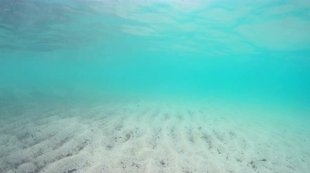 засушливый : Floating camera view to sea floor sand dunes