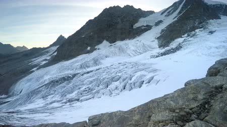 expedição : Panoramic pov on Glacier from mountaineer on expedition to Gran Paradiso summit on Italian Alps Vídeos