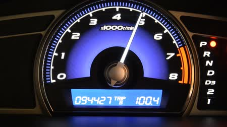 gösterge paneli : Close up of car dashboard and Odometer Stok Video
