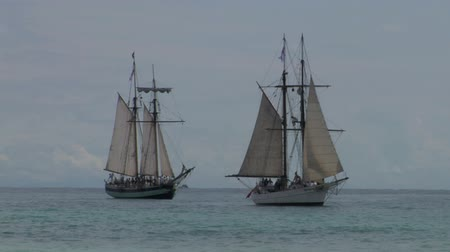donanma : Two sailing vessel