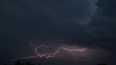 гром : Lightning strike in the darkness