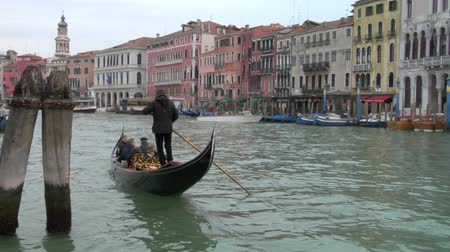 veneza : Gondolas on Grand Canal in Venice, Italy