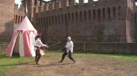 rytíř : Sword duel during Soncino Fantasy Festival, an event dedicated to the Fantasy Middle Ages in the beautiful surroundings of the magnificent Soncino Castle (SONCINO, ITALY - april 2013)