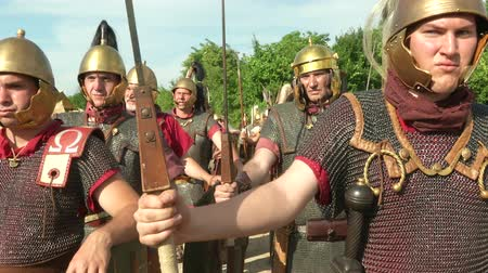 "silahlar : AQUILEIA - JUNE 22: Roman legionaries during the reenactment ""Tempora Aquileia"" on June 22, 2013 in Aquileia, Italy Stok Video"
