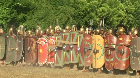 silahlar : AQUILEIA - JUNE 23: Reenactment of the final attack by gaulish warriors against the roman castrum during the battle of Aquileia (180 BC) on June 23, 2013 in Aquileia, Italy