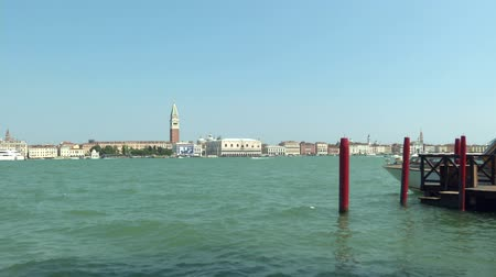 veneza : Sea view of Piazza San Marco with Campanile and Doge Palace, Venice (Italy)