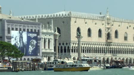 túmulo : Sea view of Piazza San Marco with Column and Doge Palace, Venice (Italy)