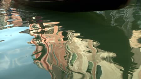 veneza : Ripple and reflection in a venetian canal, Italy