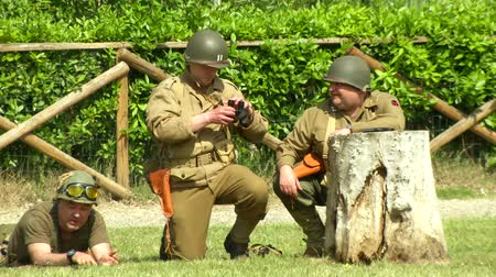 csatatér : US soldiers on a battlefield during a WWII reenactment on 18 may 2014 in Signa, Italy
