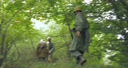 csatatér : A patrol of German soldiers during a WWII reenactment on 20 September 2014 at Monte Altuzzo, Italy