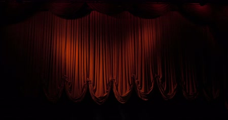 cortina : A red curtain stage opening and fading to black