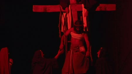 çapraz : Via Crucis Way of the Cross. Representation of passion of Christ Stok Video