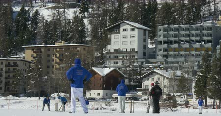 подача : Cricket on Ice in St. Moritz (Switzerland) on 18th February 2016