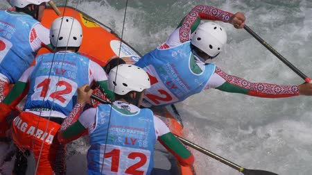 kürek çekme : The Bulgarian Under 23 men's rafting team in the training on the Dora Baltea river during World Rafting Championship on 23 July 2018, Ivrea (Italy) Stok Video