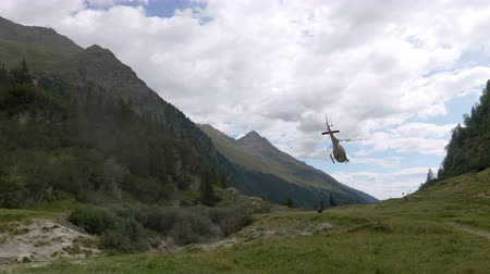 brancard : A rescue helicopter taking off in mountain Stockvideo