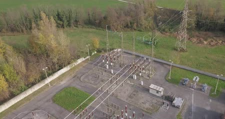 izolace : Aerial view of a high voltage power substation on an autumn morning.