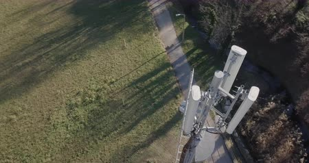 mastro : Aerial view of Base Transceiver Station tower Vídeos