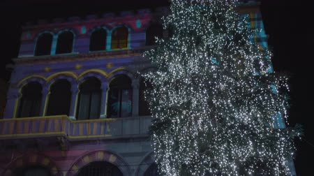 ゴシック : Como Cathedral illuminated during the Christmas holidays. December 2018, Como (Italy) 動画素材