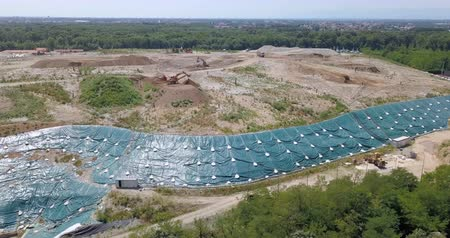 buldózer : Aerial view of a solid waste landfill