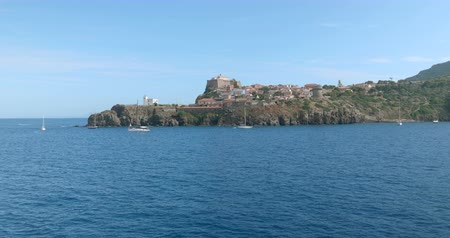 архипелаг : View from the of the small marina of Capraia Island, Tuscan Archipelago, Italy. Стоковые видеозаписи