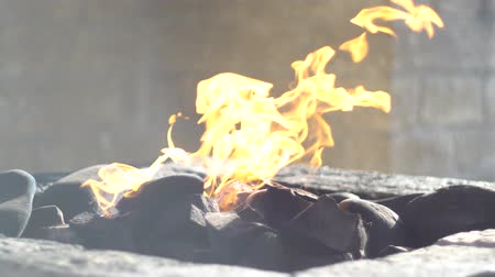 anlamı : Zoroastrian religous fire temple. Fire burning forever gas is going out from earth. Stok Video